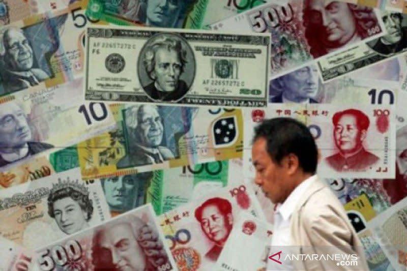 Dolar AS naik tipis, pasar fokus pada lonjakan kasus baru virus corona