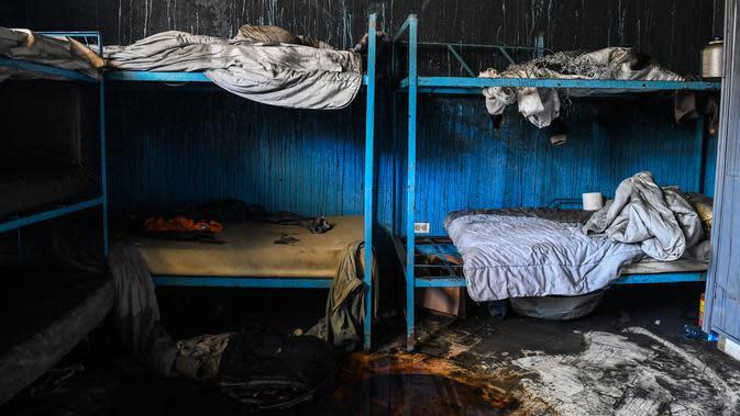 Sisa-sisa kebakaran di sebuah ruangan di dalam Panti Asuhan Church of Bible Understanding, pinggiran Port-au-Prince di ibu kota Haiti, Jumat (14/2/2020). Sekitar setengah dari korban yang meninggal adalah bayi atau balita dan yang lainnya berusia sekitar 10 atau 11 tahun. (CHANDAN KHANNA/AFP)