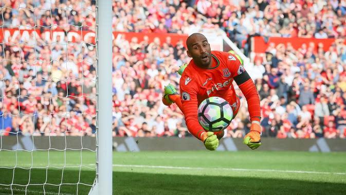 Manchester United resmi menggaet Lee Grant dari Stoke City. (Twitter/Stoke City)