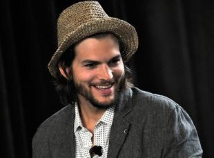 Everybody Says Cameron Crowe Fired Ashton Kutcher From 'Elizabethtown,' Except Kutcher