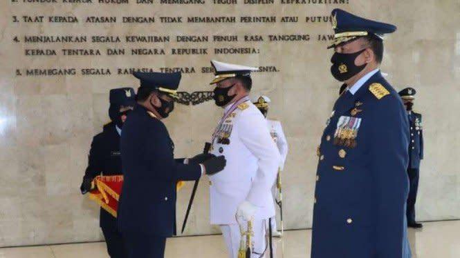 Kasal dan Kasau Dapat Bintang Angkatan Kelas Utamadari Panglima TNI