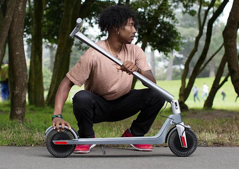 Enjoy the freedom of a scooter. (Photo: UNAGI)