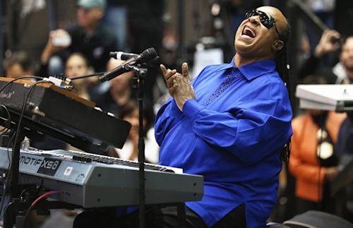 Stevie Wonder to Perform Tribute to Dick Clark at American Music Awards