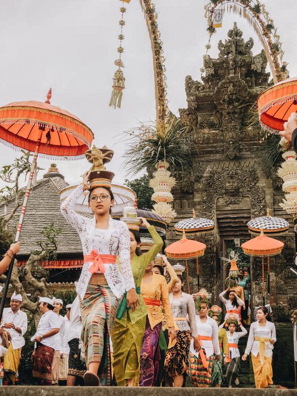 Ilustrasi Umat Hindu Bali | unsplash.com/@rubenhutabarat