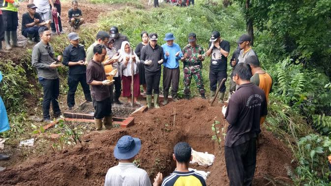 Pemakaman di Bogor Longsor, 8 Jasad yang Menggantung Direlokasi
