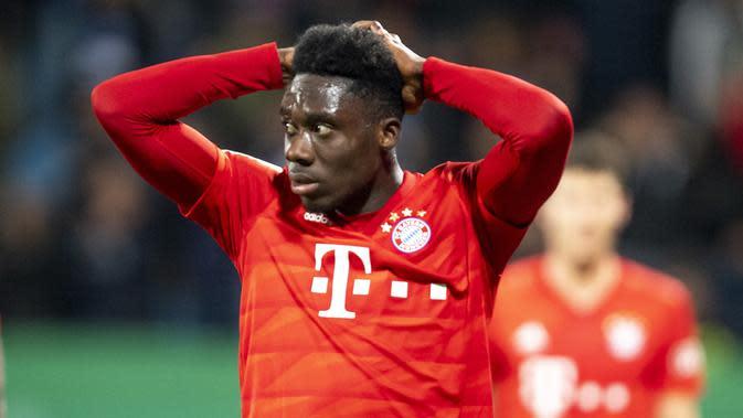 Alphonso Davies (19 tahun) - Nama Alphonso Davies menjadi sorotan setelah Bayern Munchen menghajar Chelsea 3-0 pada laga pertama babak 16 besar Liga Champions 2019/20. Pemain asal Kanada ini tercatat sebagai pemain dengan kemampuan berlari tercepat kedua di Bayern Munchen. (AFP/David Inderlied)
