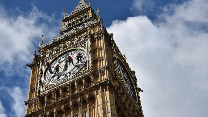 Jam big ben di Inggris. (AFP PHOTO/Ben Stansall)