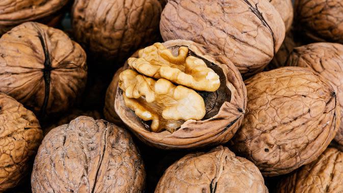 Kacang Kenari (sumber: Pixabay)