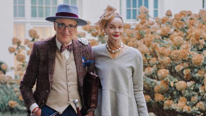 Pasangan lansia tampil menarik dengan gaya nyentriknya. Sumber: britt.kanja