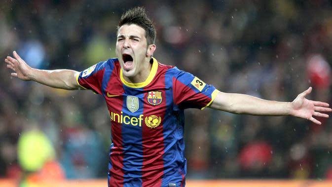 Kekacauan keuangan yang dialami Valencia memaksa klub tersebut harus menjual David Villa, salah satu aset berharganya. Mahar sebesar 34 juta pounds dari Barcelona akhirnya diterima Los Che untuk menyelamatkan klub. (EPA/Andreu Dalmau)