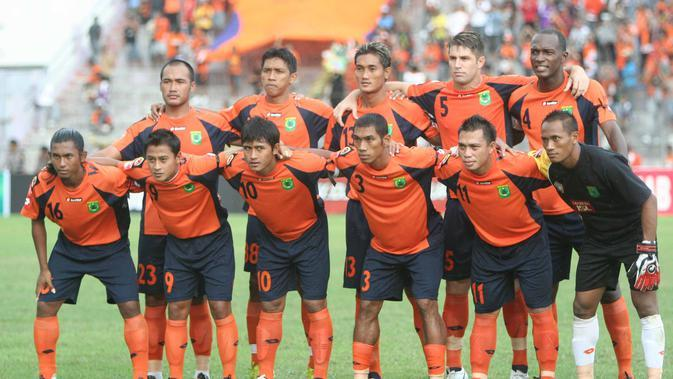 DIUNDANG - Persibo Bojonegoro yang dikeluarkan kembali dari keanggotaan PSSI diundang Tim Transisi Kemenpora sebagai peserta Piala Kemerdekaan. (bola.com/Robby Firly)