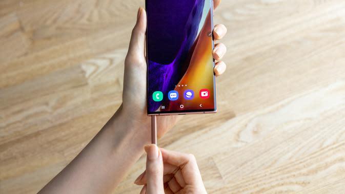 Ilustrasi penggunaan Samsung Galaxy Note20 Series