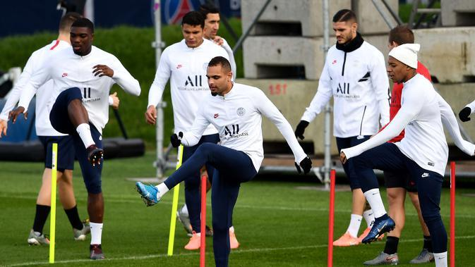 Para pemain Paris Saint-Germain mengikuti sesi latihan jelang menghadapi Club Brugge pada laga Grup A Liga Champions di Saint-Germain-en-Laye, Paris, Prancis, Selasa (5/11/2019). (FRANCK FIFE/AFP)