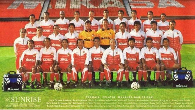 Henk Wullems bersama skuad Timnas Indonesia di SEA Games 1997. (Istimewa).