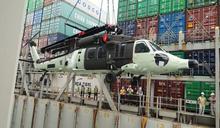 6架全天候黑鷹直升機運抵高雄港(2) (圖)