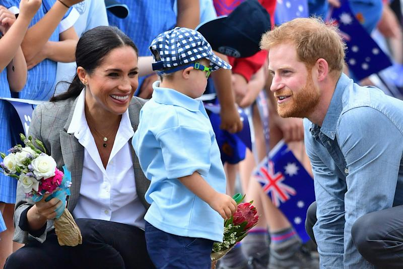 One of the cutest moments of the royal couple's Australian tour so far. Photo: Getty, meghan markle prince harry dubbo, meghan markle prince harry australia, meghan markle serena williams jacket, meghan markle pregnant