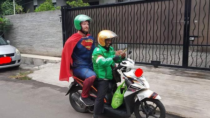 Potret Lucu Pahlawan Superhero Naik Ojek Online Bikin Ngakak (sumber:Instagram/@newdramaojol.id)
