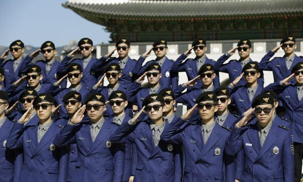 New South Korean police are protecting tourists, Gangnam Style