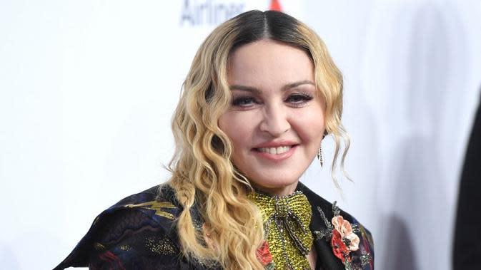 Madonna terbiasa melakukan sesuatunya sendiri. Hal itu yang sering membuat para kru bingung. Ia pun terkenal sebagai selebriti yang tak pernah mau di atur. (ANGELA WEISS / AFP)