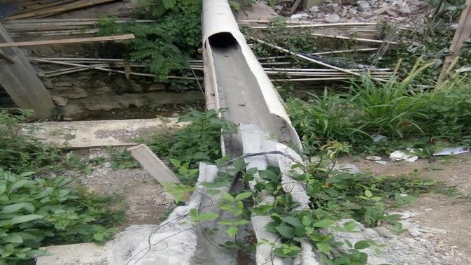 Material pipa dalam proyek DAK Rp39 miliar di Kabupaten Enrekang yang tampak rusak (Liputan6.com/ Eka Hakim)