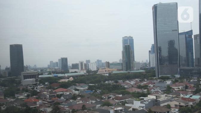 Suasana gedung bertingkat di kawsan Jakarta, Kamis (26/12/2019). Pemerintah memproyeksi pertumbuhan ekonomi tahun depan di kisaran 5,2%, berada di bawah target APBN 2020 sebesar 5,3%. (Liputan6.com/Angga Yuniar)