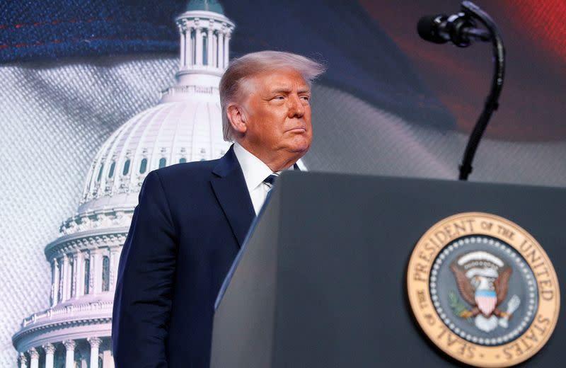 Trump membalas kritikan Demokrat dengan janji melawan anarki total, kegilaan dan kekacauan