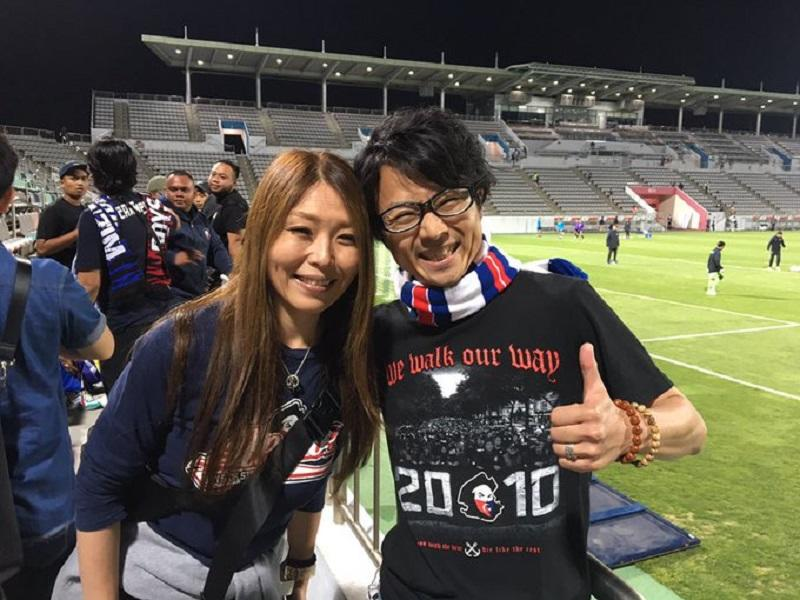 Yasu and Maki kitted out to support JDT. — Picture via Twitter/juanbudiman