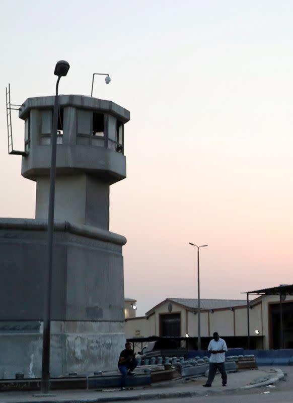 Three Egyptian policemen, four militants killed in prison break attempt