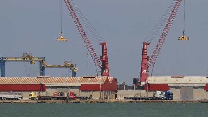 Pemandangan di Pelabuhan Tripoli, Lebanon, Kamis (6/8/2020). Pelabuhan Tripoli menyatakan kesiapannya untuk menggantikan sementara Pelabuhan Beirut yang diguncang dua ledakan dahsyat pada 4 Agustus lalu. (Xinhua/Khalid)