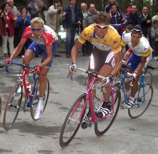 Eventual 1999 Vuelta champion Jan Ullrich (Telekom) leads Frank Vandenbroucke (Cofidis) and Jos