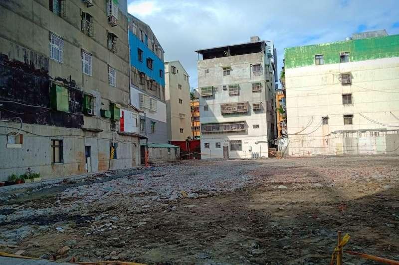 位於蘆洲中正路以及新莊區中興街的案件,分別屬建檢三級堪慮及海砂屋情形,已在去(108)年12月拆除完成,自核准適用防災都更到拆除僅2個多月時間。 (圖/新北市都市更新處提供)
