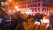 歌手罵國王小偷被逮 西國千人示威爆衝突