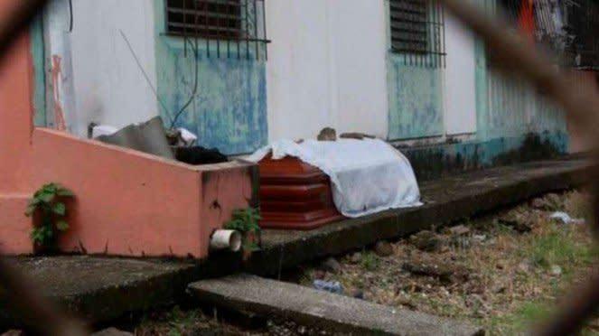Jenazah korban corona di Kota Guayaquil