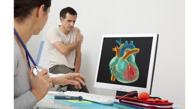 Pemeriksaan EKG jantung dilakukan semua usia. (foto: shutterstock)