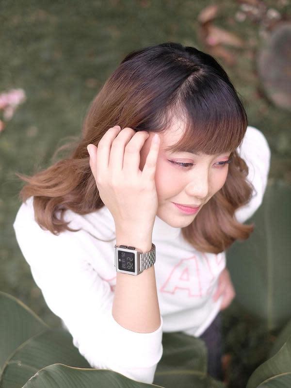 Anak pertama dari dua bersaudara ini tampil trendi dengan rambut berwarna blonde. Menggunakan riasan natural, penyanyi sekaligus presenter ini tampil menawan bak Idol Korea.(Liputan6.com/IG/@gheaindrawari)