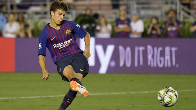 Riqui Puig, gelandang muda Barcelona yang memukau di pramusim ICC (AP Photo/Mark J. Terrill)