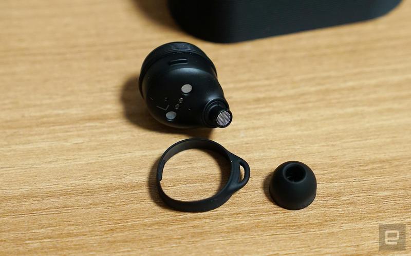 B&O E8 Sport 真・無線耳機動手玩