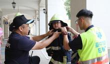 小小消防員體驗水陸空救援 (圖)