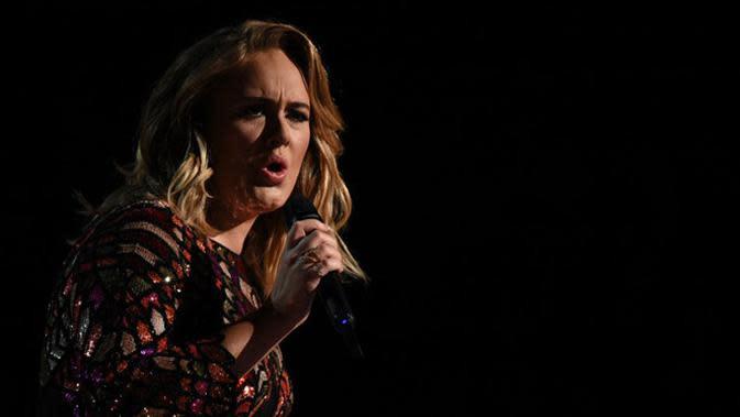 Lirik Lagu Skyfall - Adele