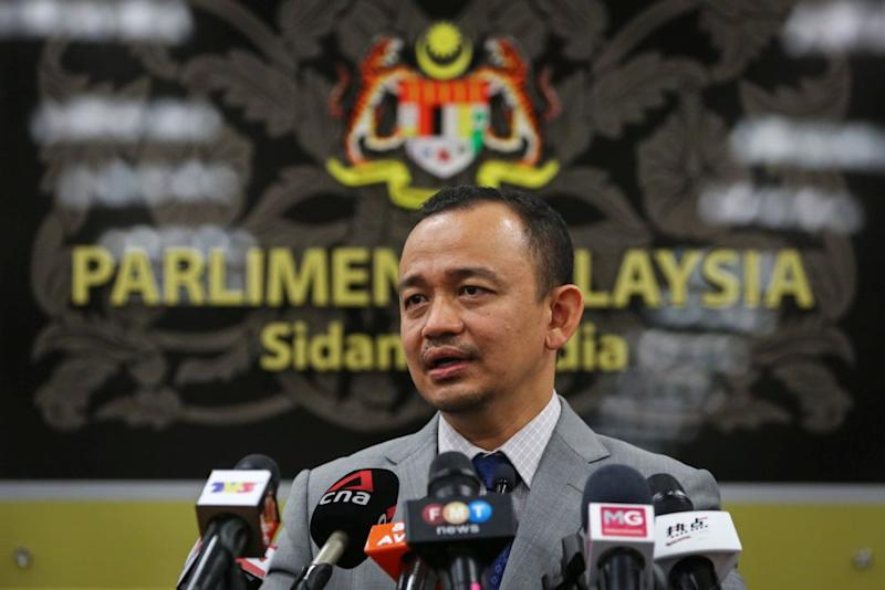 Simpang Renggam MP Maszlee Malik questions Parliament's selective approach in granting media access to cover the Parliament sitting next month. — Picture by Yusof Mat Isa