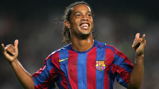 Ronaldinho - Gelandang asal Brasil ini sukses dua kali menjadi yang terbaik di dunia. Mantan bintang Barcelona itu meraihnya pada tahun 2004 dan 2005. (AFP/Lluis Gene)