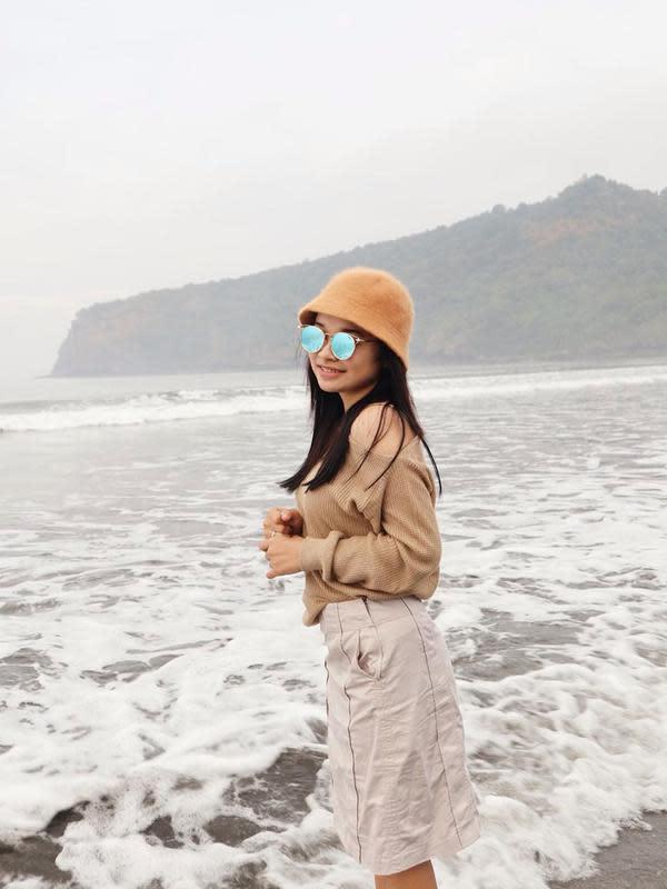 Potret penyanyi dangdut asal Mojokerto, Tasya Rosmala tampil casual ketika liburan. (Sumber: Instagram/@tasya_ratu_gopo)