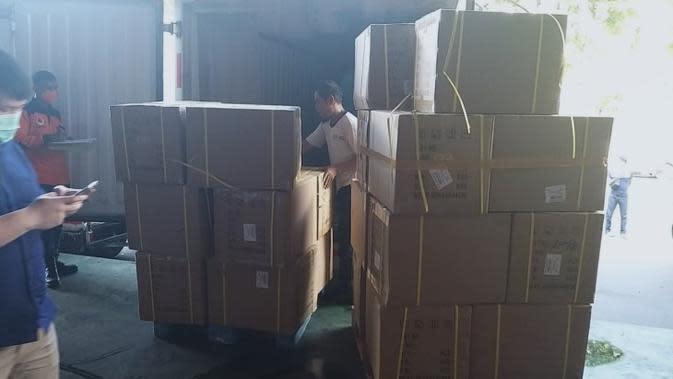 Kementerian Kesehatan telah mendistribusikan sebanyak 10.000 alat pelindung diri (APD) kepada sejumlah rumah sakit rujukan COVID-19 dan dinas kesehatan seluruh provinsi di Tanah Air. (Dok Badan Nasional Penanggulangan Bencana/BNPB)