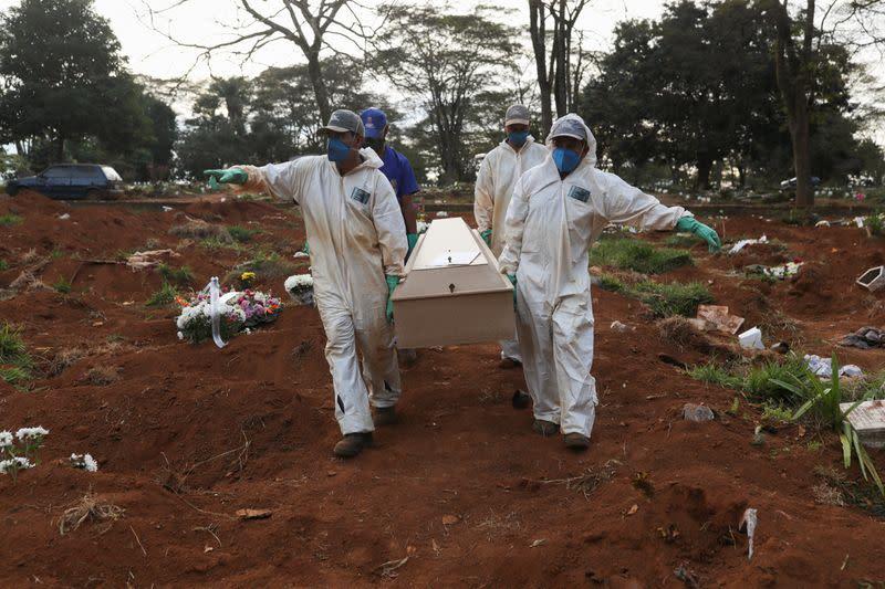 Brazil registers 965 new coronavirus deaths, confirmed cases hit 347,398
