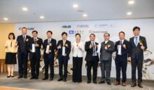 全球百大創新機構頒獎 劉揚偉、林百里頻頻向王美花喊「缺料」