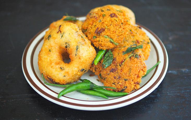 Teatime just got interesting with fluffy 'uluntu vadai' and the crunchy 'masala vadai' from Subang Square. – Pictures by Lee Khang Yi