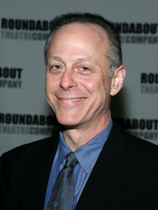 Aktor Mark Blum saat menghadiri Roundabout Theatre 2005 Spring Gala di Chelsea Piers, New York City, Amerika Serikat, 11 April 2005. Kabar meninggalnya Mark Blum didapat dari Screen Actors Guild. (Photo by Paul Hawthorne/Getty Images)