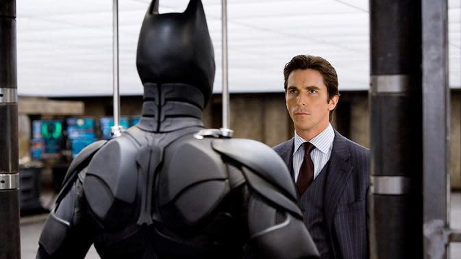 Christian Bale dalam The Dark Knight (© TM &DC Comics.2008 Warner Bros. Entertainment Inc. via IMDb)