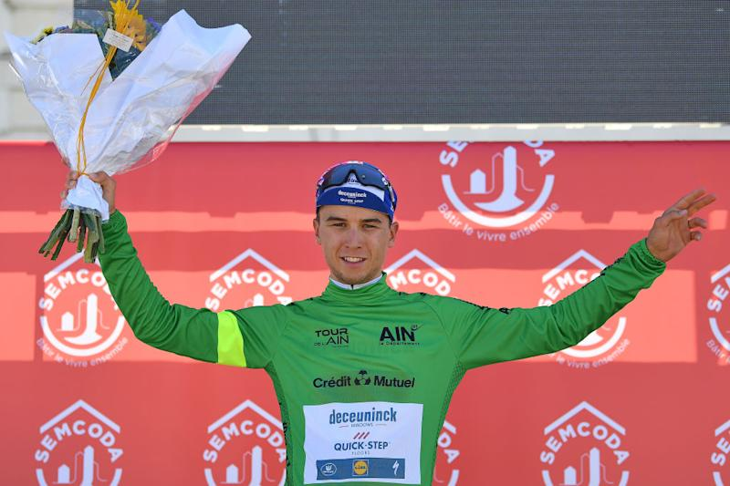 The sprint classification jersey is presented to stage 1 winner Andrea Bagioli