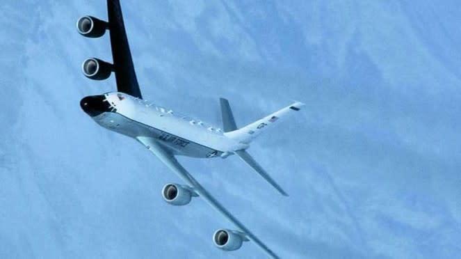 VIVA Militer: Pesawat intai Angkatan Udara AS, Boeing RC-135 Cobra Ball